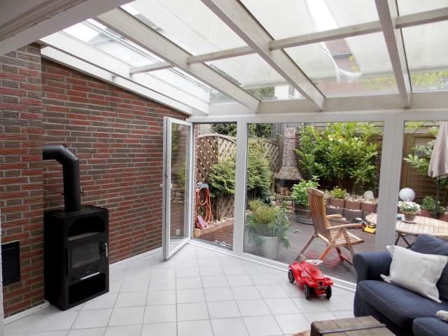 gepflegtes mittelreihenhaus mit terrasse keller. Black Bedroom Furniture Sets. Home Design Ideas