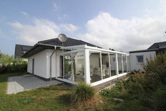 Hahn-Immobilien: Exkl. Bungalow, massiv, mit gr, Wintergarten ...