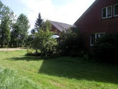Bild: Westoverledingen - ehemaliges landwirtschaftliches Anwesen mit Einfamilienhaus und Nebengebäuden....