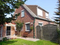 Bild: Großheide - Dieses EFH mit einem schönen rückwärtigen Grundstück wird zunächst als Kapitalanlage verkauft