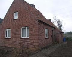 Bild: Emden - sanierungsbedürftiges Einfamilienhaus in Emden-Borsum....