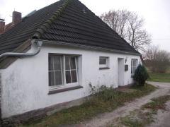 Bild: Neukamperfehn - ehemalige alte Grundschule mit ELW... Nebengebäude .... Pferdehof mit Stallungen ...