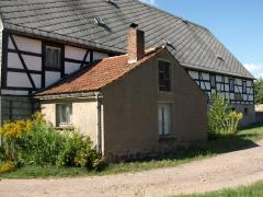 Bild: Rossau - Bauernhaus mit Fachwerkseite möchte saniert werden