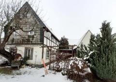 Bild: Lunzenau - Kleines Fachwerkanwesen möchte grundsaniert werden